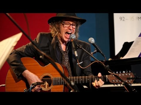 Waterboys Mike Scott and Steve Wickham perform Fisherman's Blues