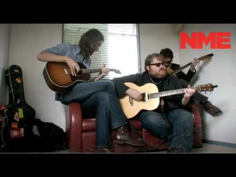 Band Of Horses Perform 'Older' Acoustic Reading 2010