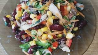 Салат с курицей, овощами и соусом терияки. Вкуснятина.
