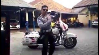 Video Polisi Joget Sambalado Terbaru 2016...Tarik Mank download MP3, 3GP, MP4, WEBM, AVI, FLV Agustus 2017