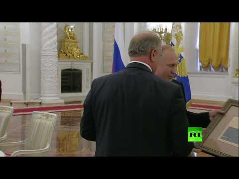 بوتين يفاجئ زعيم الحزب الشيوعي بهدية غير متوقعة!  - 17:54-2019 / 6 / 27