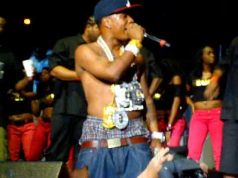 Plies throws out $50,000 to the crowd, & more! Birthday Bash 2009 Social Addiction EXCLUSIVE!