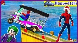 Человек паук на разных цветных машинках прыгает в море, мультики