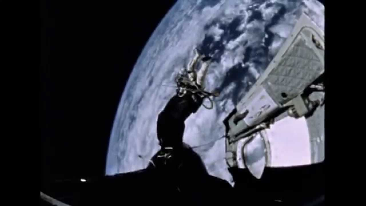 Edward White's First Spacewalk - YouTube