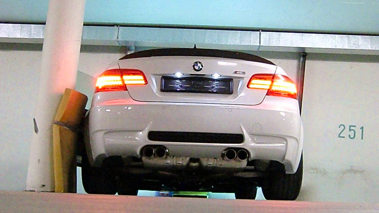 BMW M3 e92 with M Performance exhaust - cold start