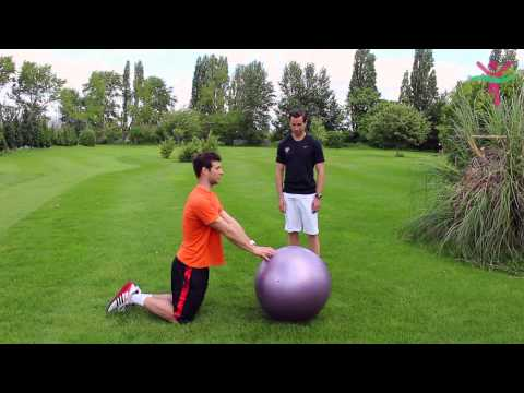 Teamcore in Training: How to effectively master your exercise ball technique with a personal trainer