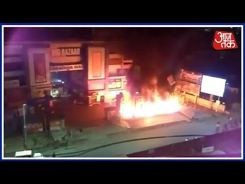 Karni Sena Protest Against Release Of Padmavat, Vandalised Malls in Ahmadabad !