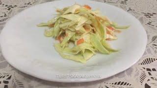 Салат из капусты с морковью.