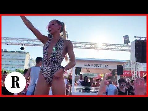 Salvini in consolle, le cubiste ballano l'inno di Mameli al Papeete