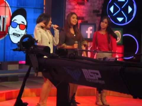 Anisa Rahma, Adinda Adi dan Raisa Fatma nyanyi di the comment yg full