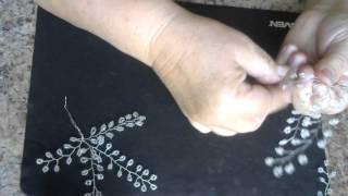 Веточка гипсофилы из бисера. Мастер - класс. Бисероплетение.Video 99(Гипсофила плетется петельной техникой. Для работы необходимо: - бисер белый - проволочка 0,3 мм - флористическ..., 2015-10-11T13:59:07.000Z)