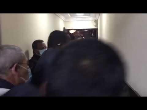 Video: Se arma forcejeo en la entrada a la sesión de la Cámara de Diputados de RD.