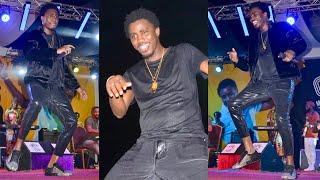 Du jamais vu en Gambie avec Wally Seck lors de son concert une foule incontrôlable...
