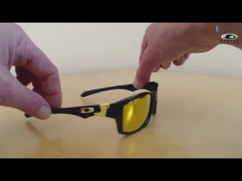 23d26fc1799 Oakley Jupiter Squared Valentino Rossi Signature - Polished Black - Fire  Iridium Polarized - YouTube