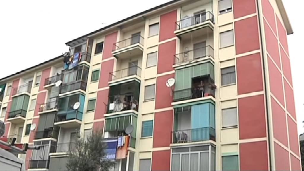 3500 case popolari occupate a milano youtube for Case a milano