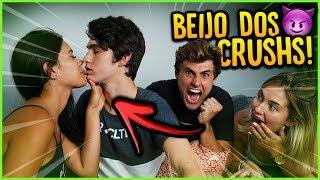 OS CRUSHS DERAM BEIJÃO NESSE VÍDEO!! [ REZENDE EVIL ] thumbnail