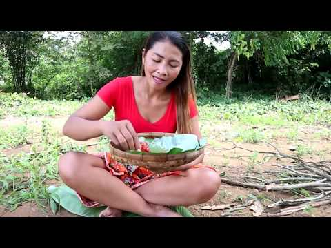 Survival skills Octopus grilled on the clay for food - Cooking octopus With peppers eating delicious