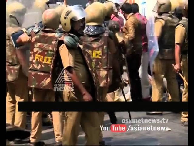DYFI March against Oommen Chandy in front of Secretariat becoming Violent