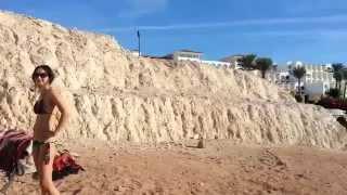 Египет, Шарм-Эль-Шейх, отель Siva Sharm 5*(Египет! Продолжение обзора территории отеля Siva Sharm 5*, а точнее пляжа и лужайки с оригинальными зонтиками..., 2015-07-16T05:56:51.000Z)