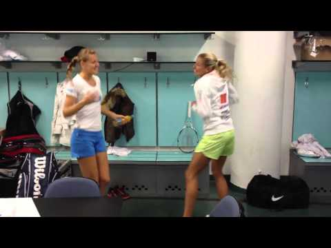 Czech Fed Cup Team dancing