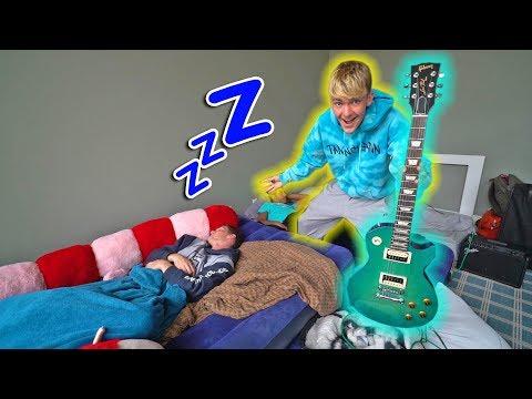 ELECTRIC GUITAR WAKE UP REVENGE PRANK!