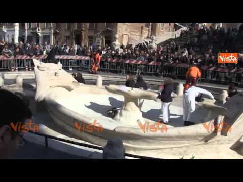 WAR-LIKE DAMAGE IN ROME AFTER DUTCH HOOLIGANS CLASHES WITH RIOT POLICE - Spanish Steps Fountain