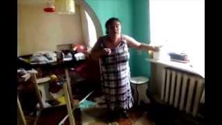 видео У тверитянки в квартире рухнул потолок и загорелась проводка