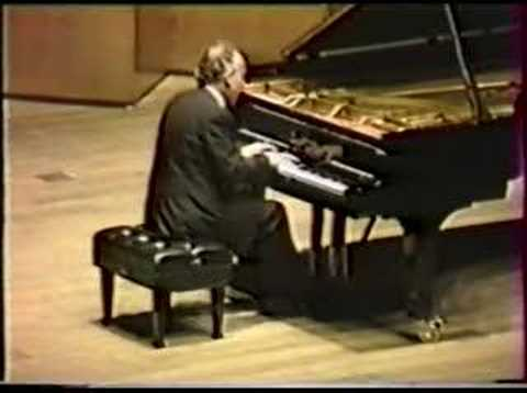 Pollini plays the Diabelli's variations by Beethoven