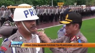 Razia Lalu Lintas, Polisi Pakai Baju Adat & Badut