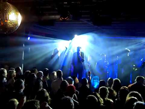 "BowieVision: ""Heroes"" live at Doug Fir Lounge"