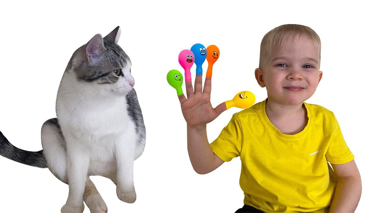 Лера играет и учит малыша цветам