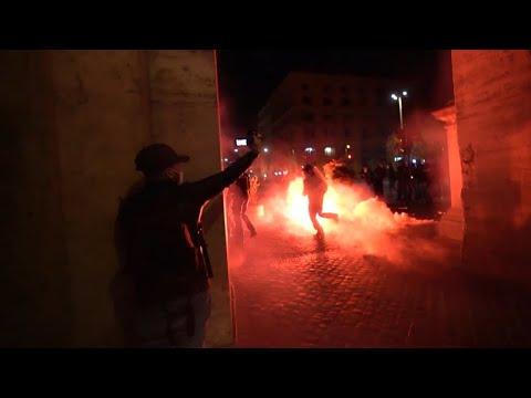 В Риме прошли протесты против новых ограничений из-за COVID-19 — видео