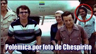 Repeat youtube video Foto de Chespirito con Pablo Escobar circula en las redes sociales