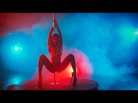 Marina Iguana Star pole dance