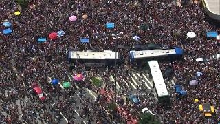 Folia de pré-carnaval atrai multidões e causa transtorno em SP