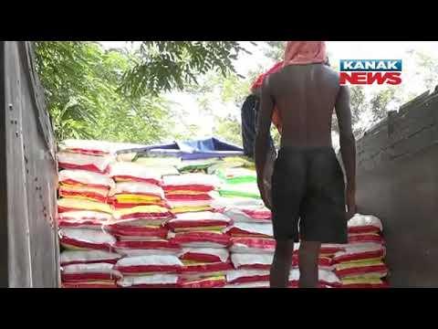 Nabarangpur: Dist Admn Gears Up After Salt Rumour, Salt Sacks Unloaded In The Presence Of Cops