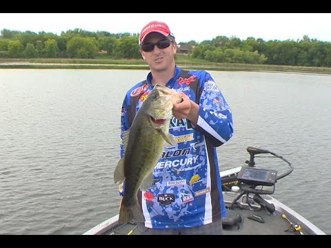 Bass fishing tip how to set up and fish a texas rig youtube for Bass fishing texas