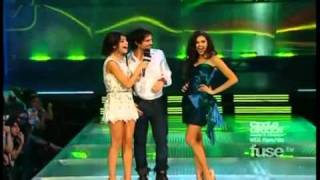 Nina Dobrev and Ian Somerhalder at the 2011 MMVA (VOSTFR)