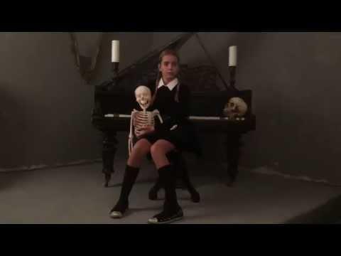 Саша Старинец Видео-бекстейж фотосессии в стиле Семейки Аддамс