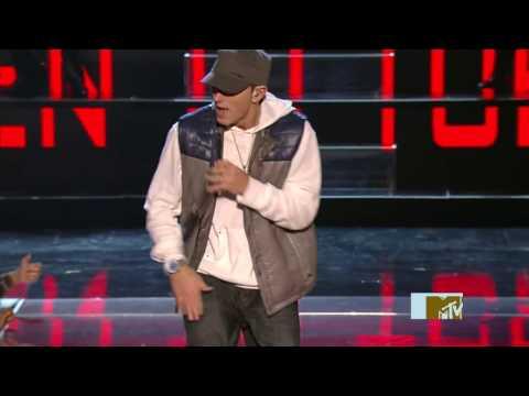 2009 - Eminem - We Made You & Crack A Bottle [Live MTV Movie Awards] 05.31 Mp3