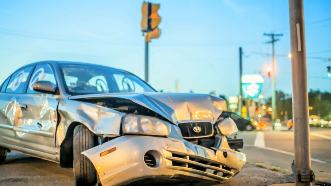 Lake County Distracted Driving Accident Lawyer   Waukegan Injury Attorney    IL
