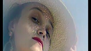 Смотреть клип Надежда Кадышева И Ансамбль Золотое Кольцо - И Льётся Песня