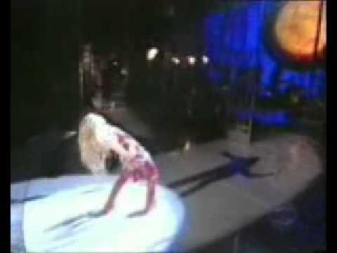 Shakira dancing her ass off!