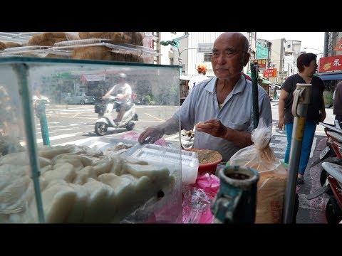 unheard-of-street-food-in-taiwan- -strange-tainan-street-food-tour---medicinal-intestine-soup