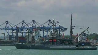 Захваченные на прошлой неделе в Камеруне трое российских моряков живы и здоровы.