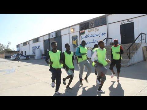 """En Libye, un """"choc de Lions"""" dans un centre pour migrants"""