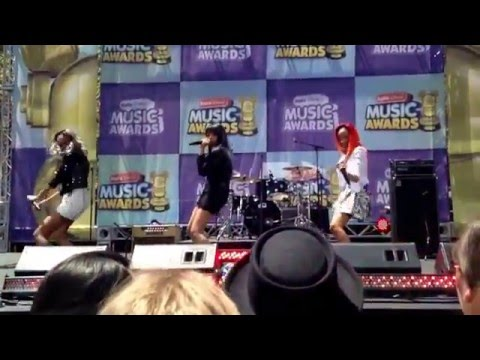 McClain - Tell A Friend (Radio Disney Music Awards 2014)