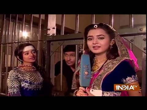 Swaragini: Swara Tries to Save Lakshya from Police - India TV