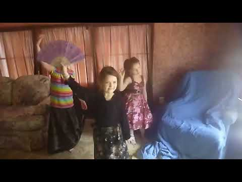 K Loeding sisters - Tradition Chinese Dance