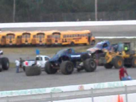 Monster Truck Looses A Wheel At Myrtle Beach Sdway